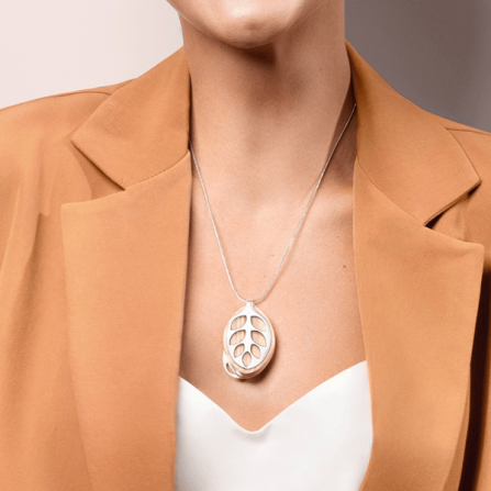 silver_necklace01_grande_1de8c1c6-6fac-4062-b35e-c296e1ca003a_grande